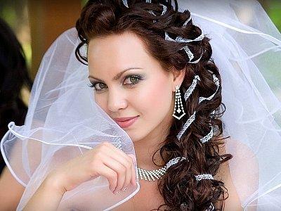 Красивые косички на длинные волосы с челкой.