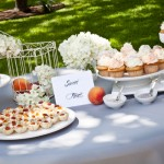 Персиковый свадебный стол