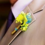 Желтое с голубым на светлом костюме