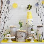 Жолтый свадебный торт в природном стиле