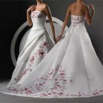 Яркие акценты на свадебном платье