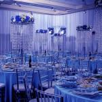 Весь банкетный зал в голубых тонах