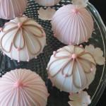 Свадебный торт из шариков мягком розовом цвете