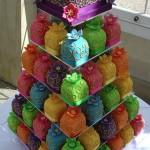 Свадебный торт из шариков ярких цветов