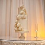 Торт с шариками стилизованными под бумагу