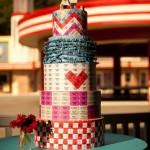 Торт стилизованный под подарок