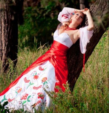 Нарядов в красочном украинском стиле