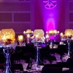 Канделябры на свадьбе в фиолетовых тонах