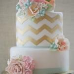 Свадебный торт украшенный розами
