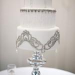 Свадебный торт с серебряным орнаментом