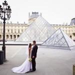 Фото на фоне Лувра
