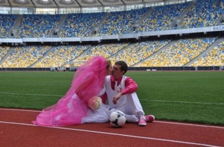 Необычная свадьба на стадионе