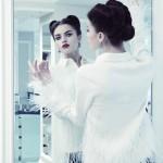 Блузка Carolina Herrera, серьги Axenoff Jewellery