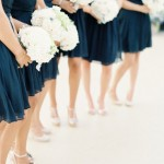 Контрастные наряды невесты и подружек