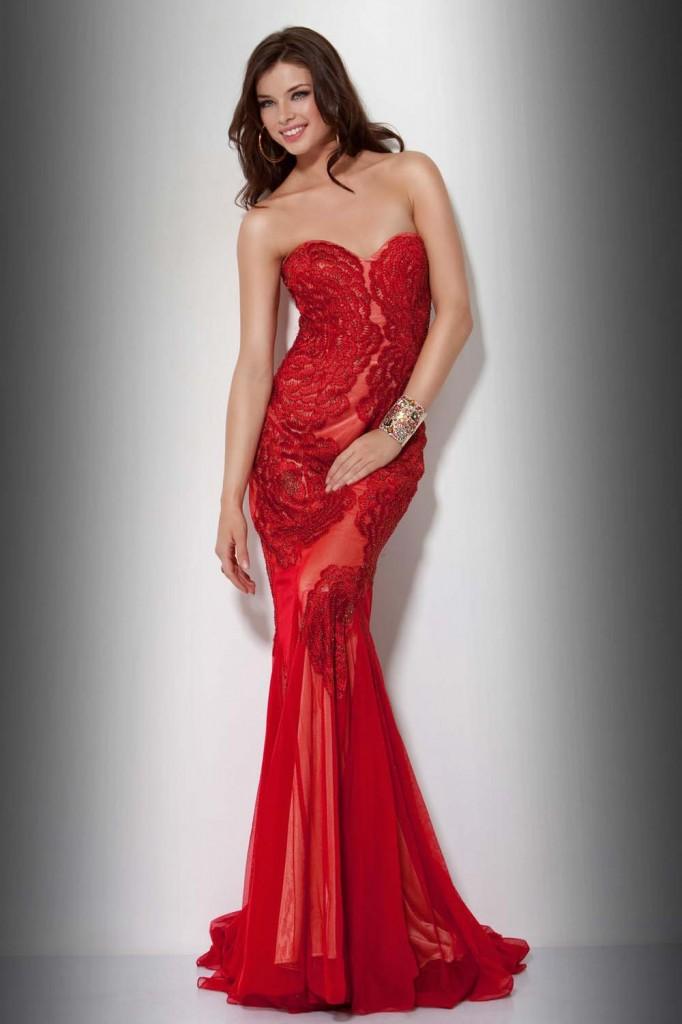 Кажется, многие дизайнеры взяли пример с великолепных красных свадебных нарядов 2013 от Вивьен Вествуд. Сегодня они на модных подиумах повсюду