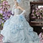 Розы на свадебном наряде